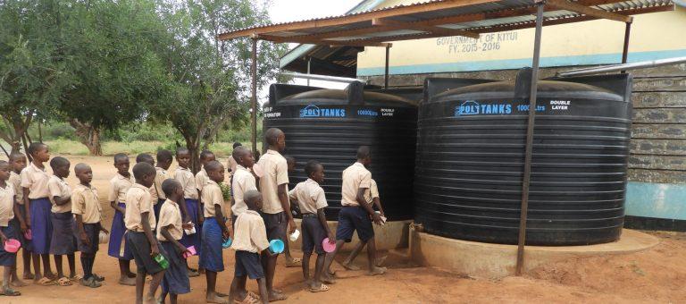 Freude über die PVC-Wassertanks